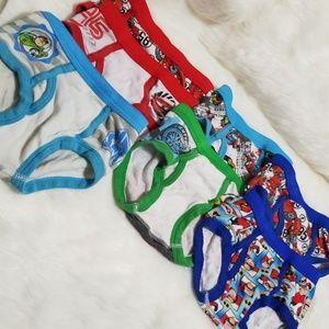 11 pairs Disney briefs 2t-3t 11 Pairs